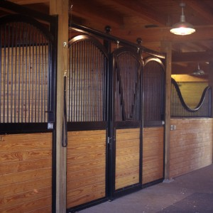 Custom Stable Interior with a 14x14 Arched Grooming Stall Front