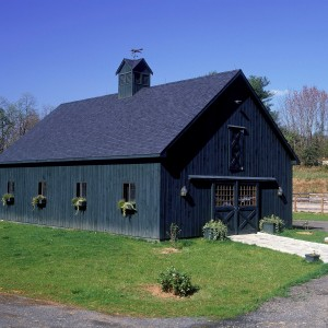 5 stall blue barn with full loft, tack room and wash stall